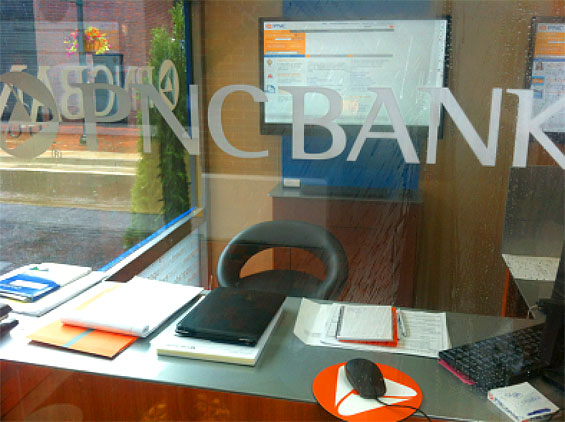 pnc_bank_pop_up_branch_interior_desk