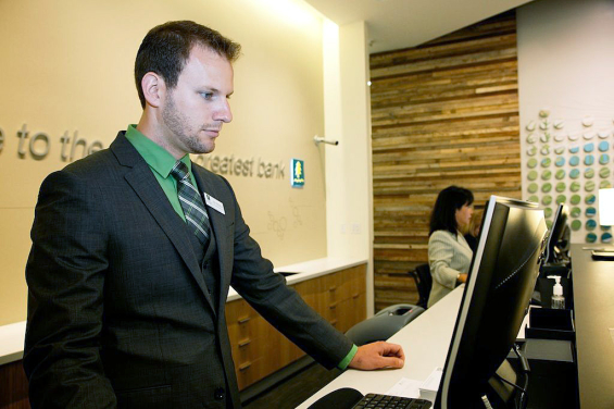 umpqua_bank_branch_hotel_desk