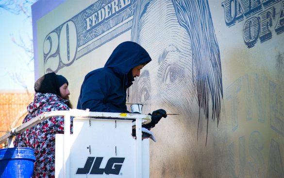 Varo painting money mural